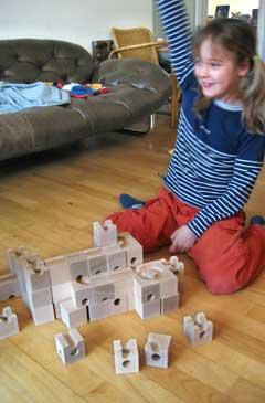 holzspielzeug kugelbahn murmelbahn die cuboro spielewelt entdecken. Black Bedroom Furniture Sets. Home Design Ideas